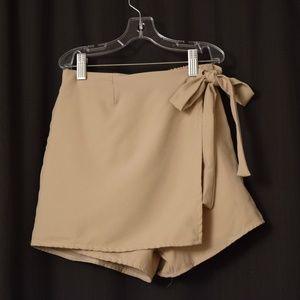 Dresses & Skirts - ✨NWT✨Beige Stretchy Chiffon Skort